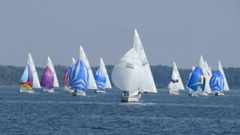 Race 1 with Bill Vogler and Jack McClurken leading